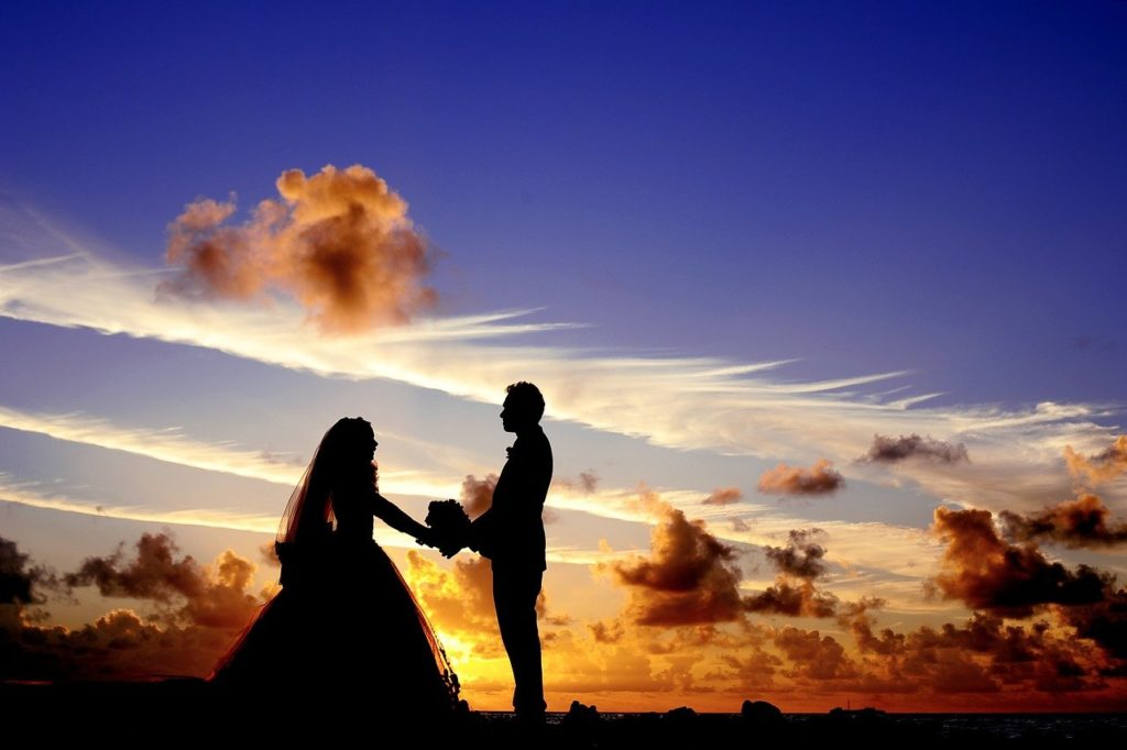 Silouette wedding couple